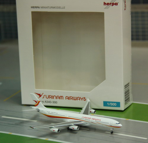 1:500 Surinam Airways A340- ...