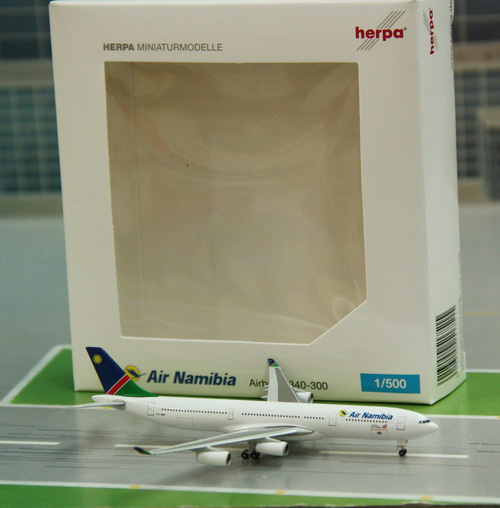 1:500 Air Namibia A340-300