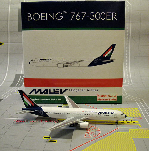 1:400 Hungarian Airlines B7 ...