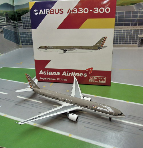 1:400 Asiana Airlines A330- ...