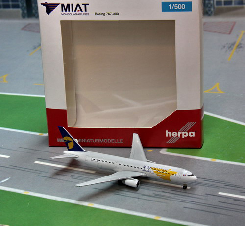 1:500 Mongolian Airlines B767-300