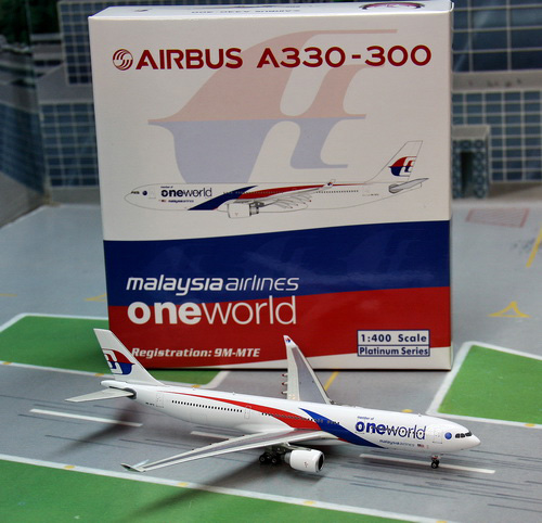 1:400 Malaysia Airlines A33 ...