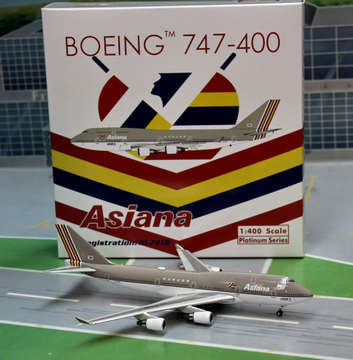 1:400 Asiana Airlines B747- ...