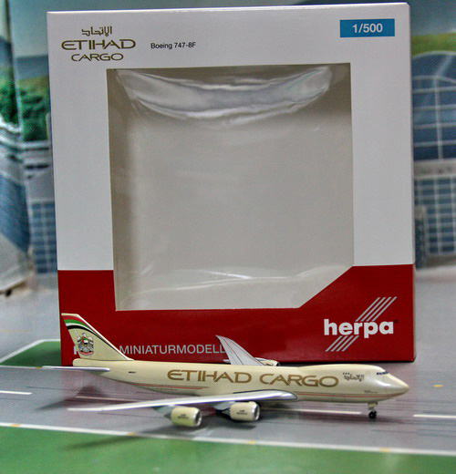 1:500 Etihad Airways B747-8 ...