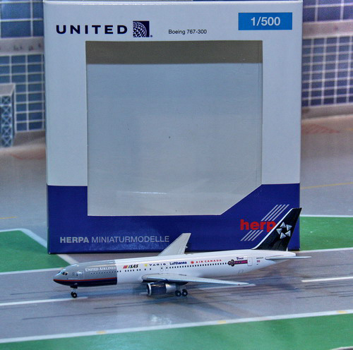 1:500 United Airlines B767- ...