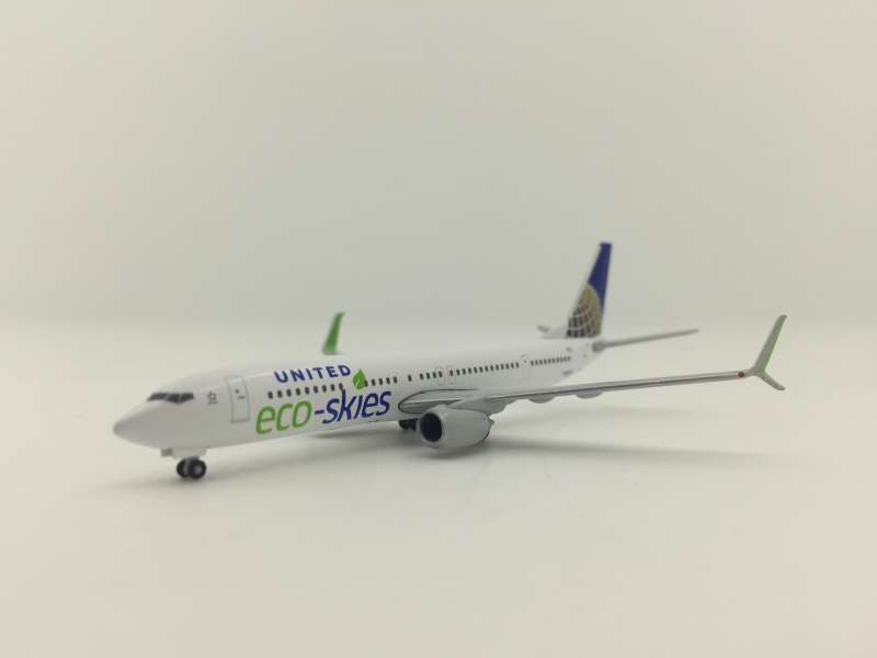 1:500 United Airlines B737- ...