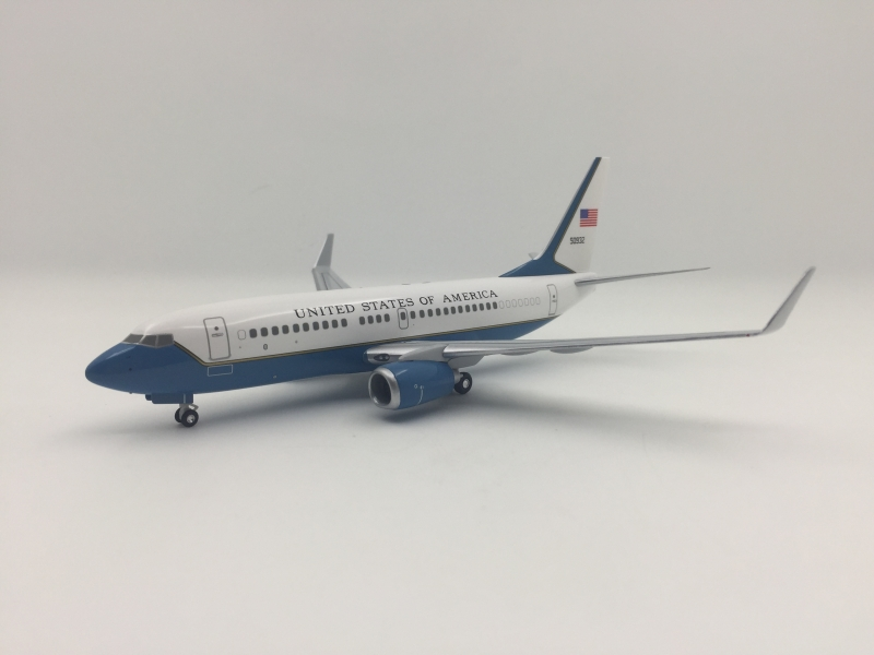 1:200 US Air Force One B737 ...