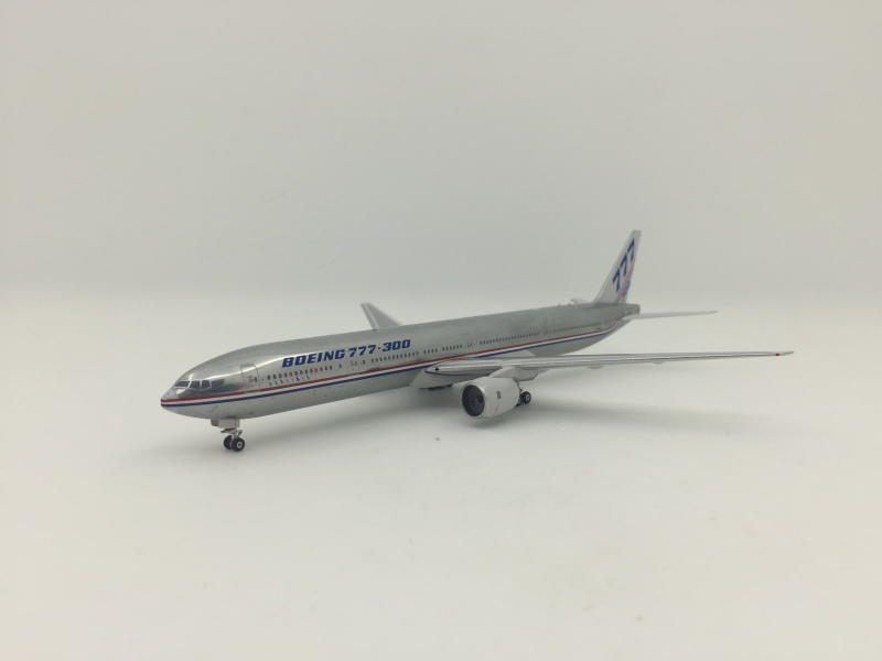 1:400 House Colour B777-300