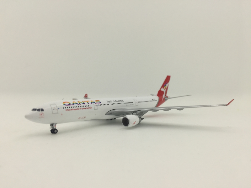 1:400 Qantas A330-300 (Rainbow Color Lively)