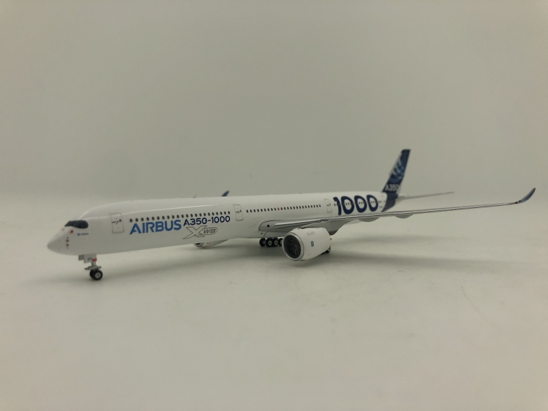 1:400 Airbus House Color A350-1000 (Blue Color Rudder Lively)