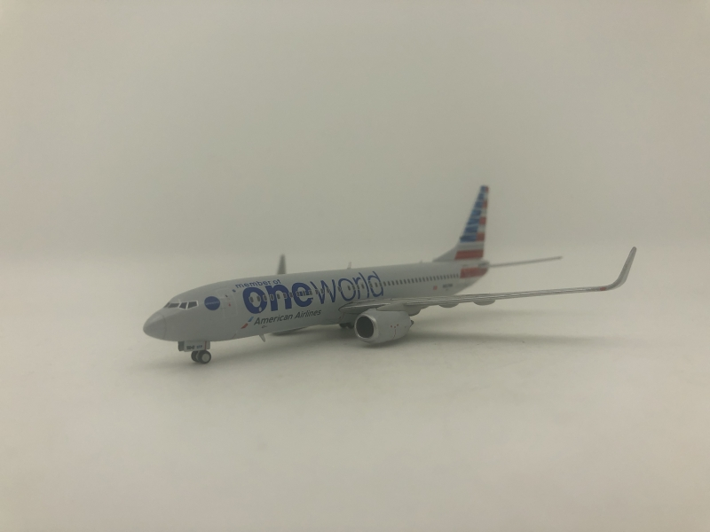 1:400 American Airlines B737-800 (One World Lively)