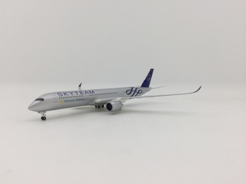 Herpa 1:500 Vietnam Airlines A350-900 (Skyteam Lively)