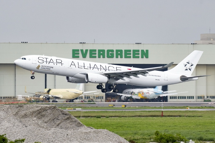 Phoenix 1:200 Singapore Airlines A330-300 (Star Alliance Lively)
