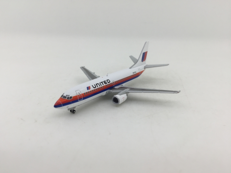 1:400 United Airlines B737- ...