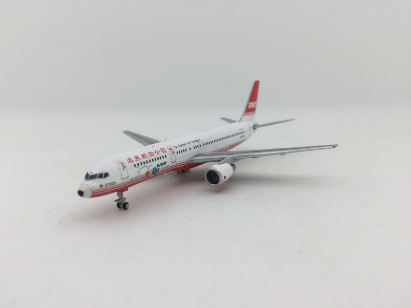 1:400 Far Eastern Air B757- ...