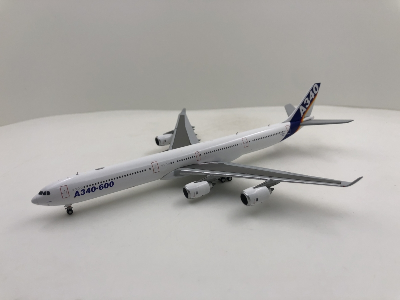 1:400 House Colour A340-600