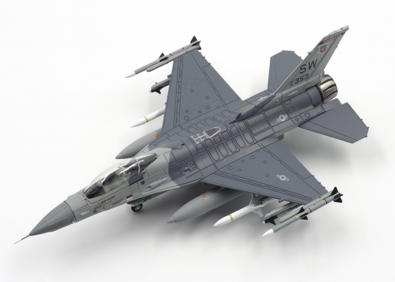 CAlIBRE WINGS 1:72 F-16  ...
